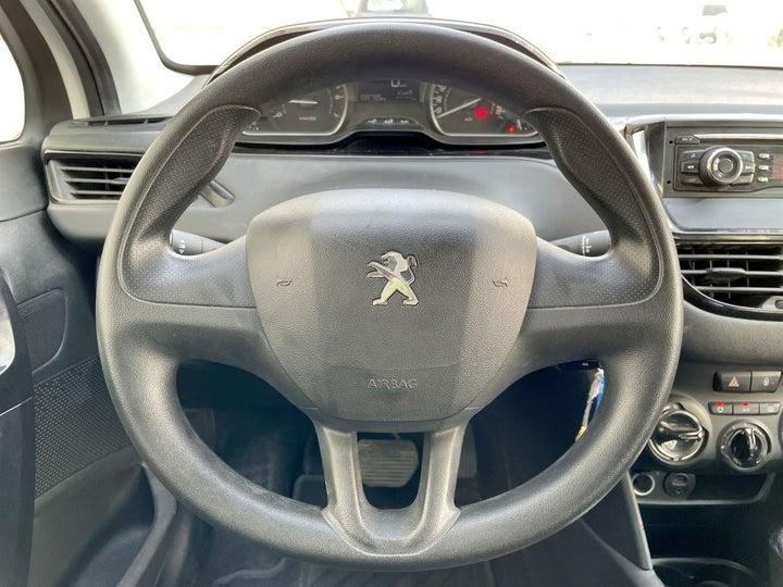 Peugeot 208-STEERING WHEEL CLOSE-UP