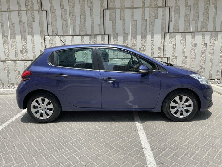 Peugeot 208-RIGHT SIDE VIEW