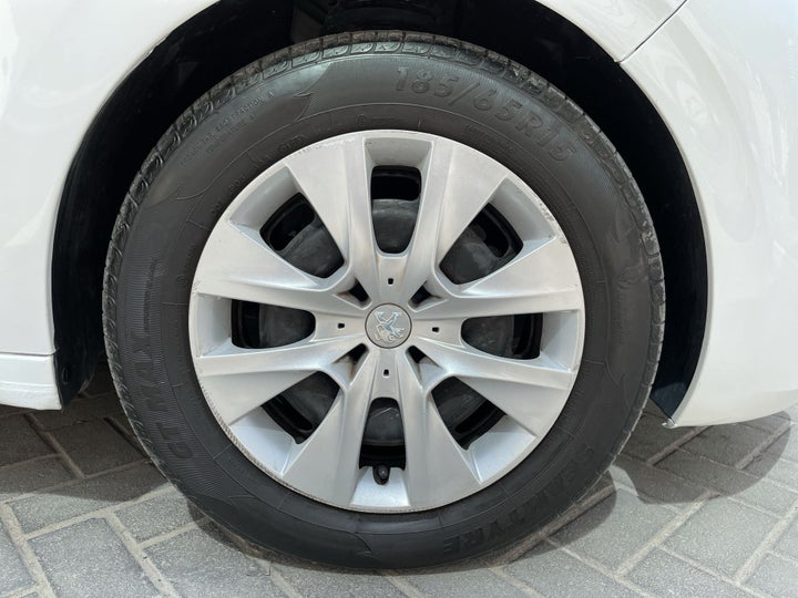 Peugeot 208-RIGHT FRONT WHEEL