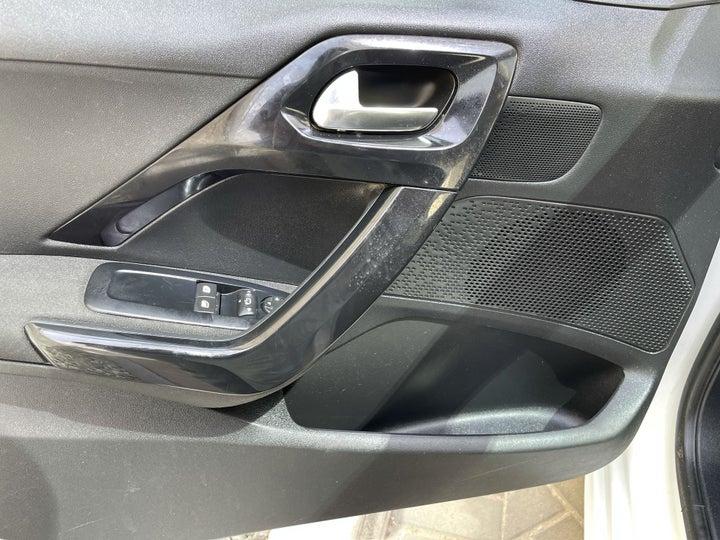 Peugeot 208-DRIVER SIDE DOOR PANEL CONTROLS