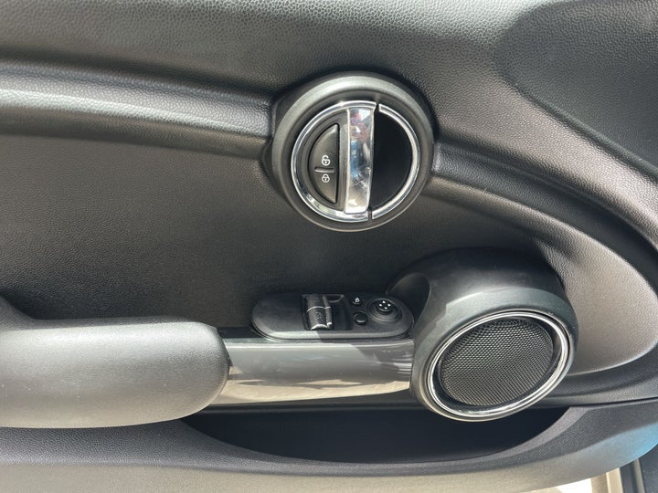 Mini Cooper-DRIVER SIDE DOOR PANEL CONTROLS