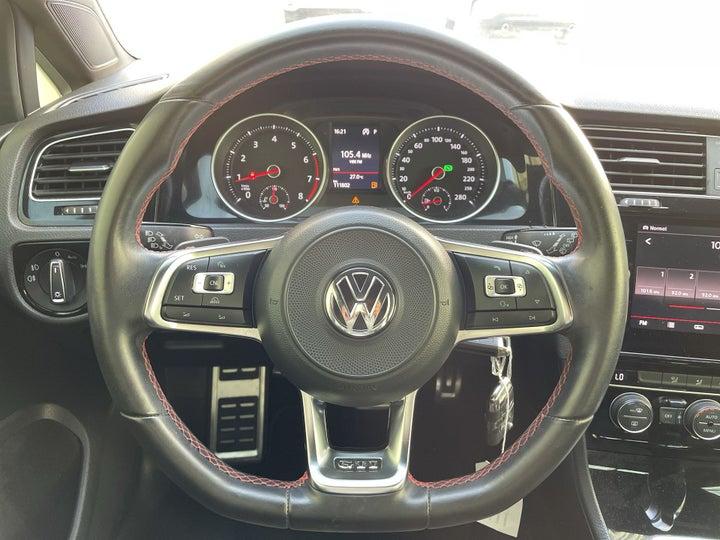 Volkswagen Golf GTI-STEERING WHEEL CLOSE-UP