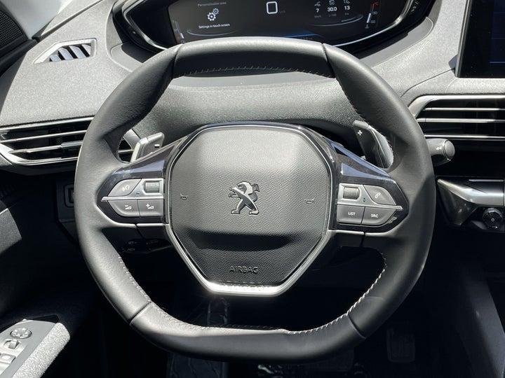 Peugeot 5008-STEERING WHEEL CLOSE-UP