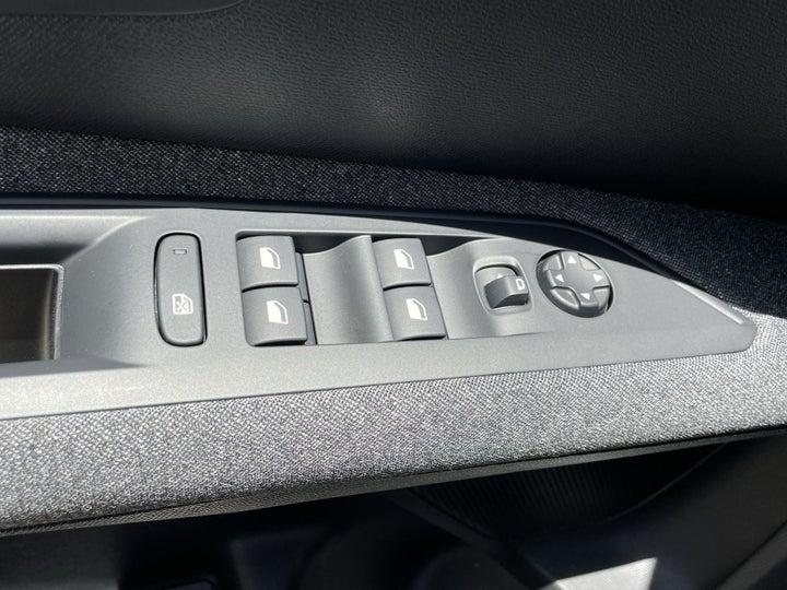 Peugeot 5008-DRIVER SIDE DOOR PANEL CONTROLS