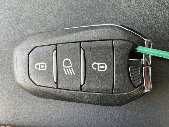 Peugeot 5008-KEY CLOSE-UP