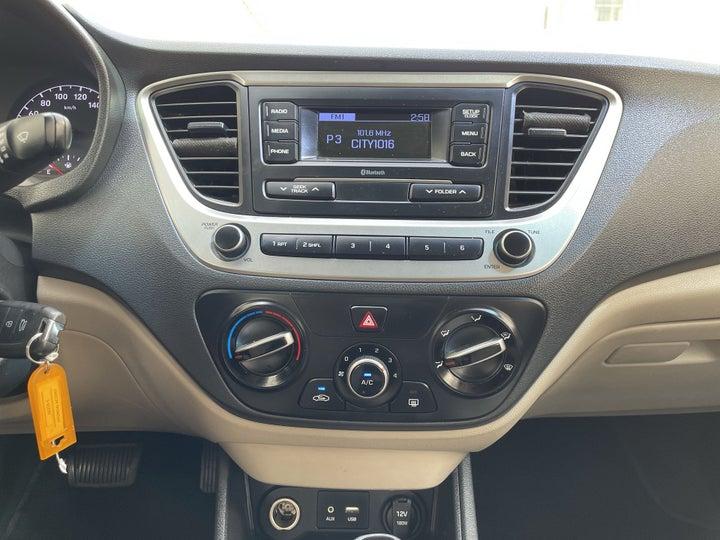 Hyundai Accent-CENTER CONSOLE