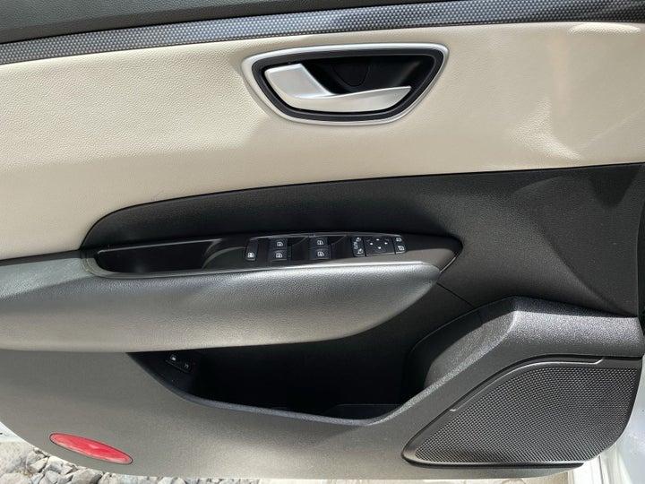 Renault Talisman-DRIVER SIDE DOOR PANEL CONTROLS