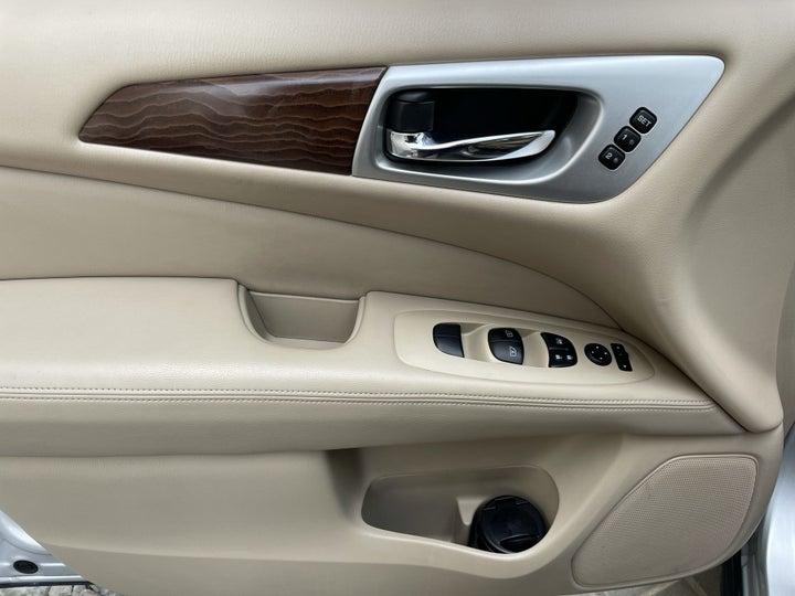 Nissan Pathfinder-DRIVER SIDE DOOR PANEL CONTROLS