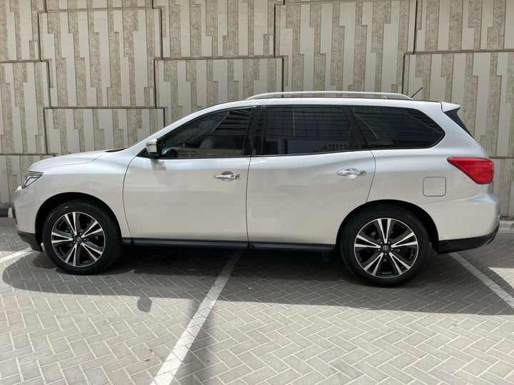 Nissan Pathfinder-LEFT SIDE VIEW