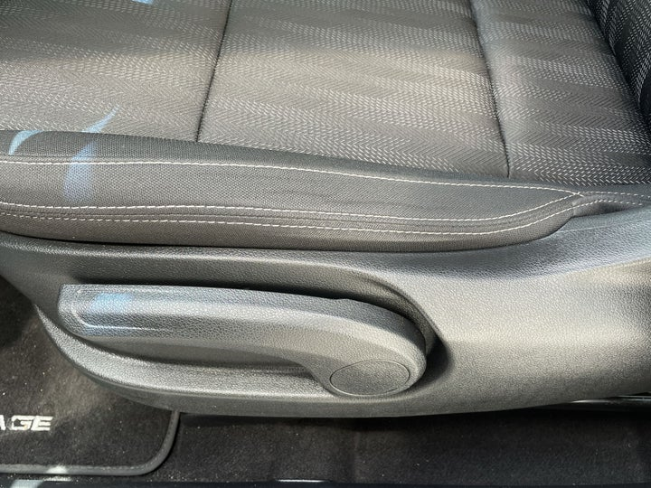 Kia Sportage-DRIVER SIDE ADJUSTMENT PANEL