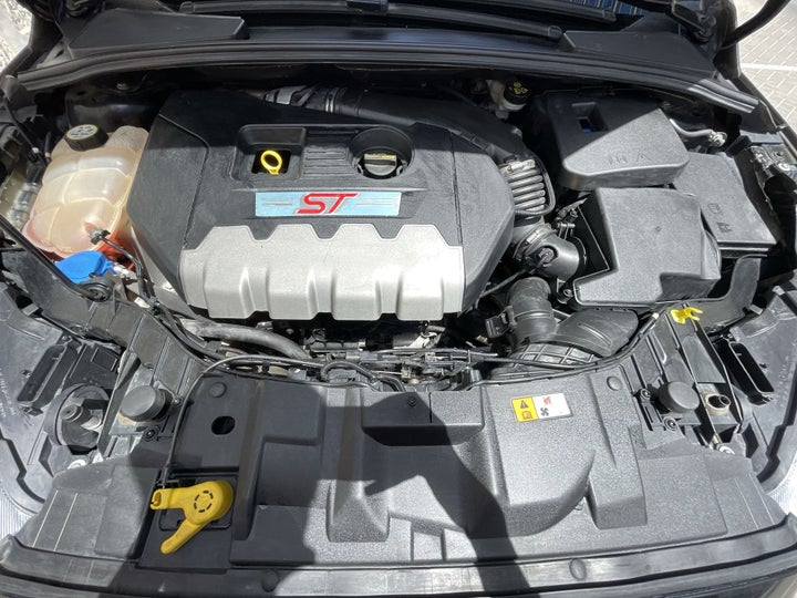 Ford Focus-OPEN BONNET (ENGINE) VIEW