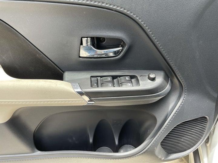 Toyota Rush-DRIVER SIDE DOOR PANEL CONTROLS