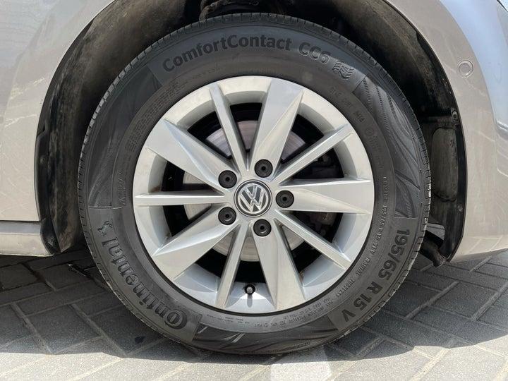 Volkswagen Golf-RIGHT FRONT WHEEL