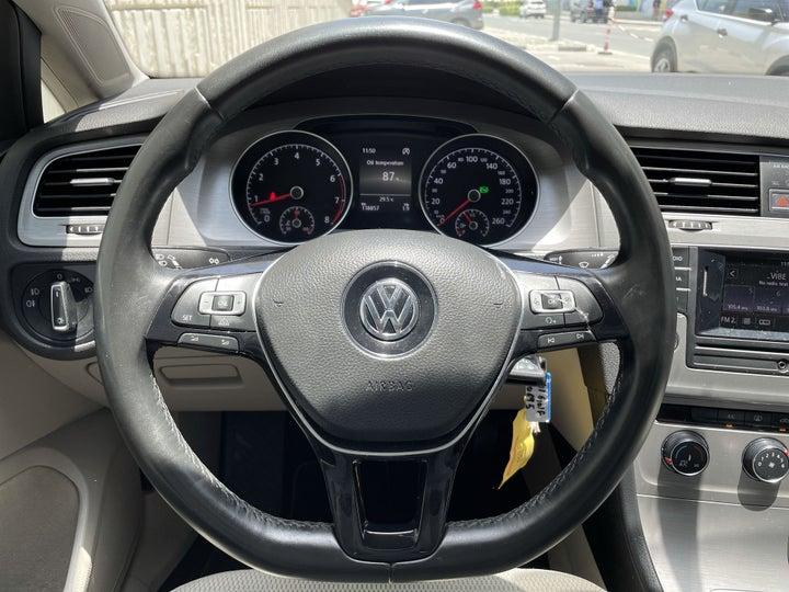 Volkswagen Golf-STEERING WHEEL CLOSE-UP