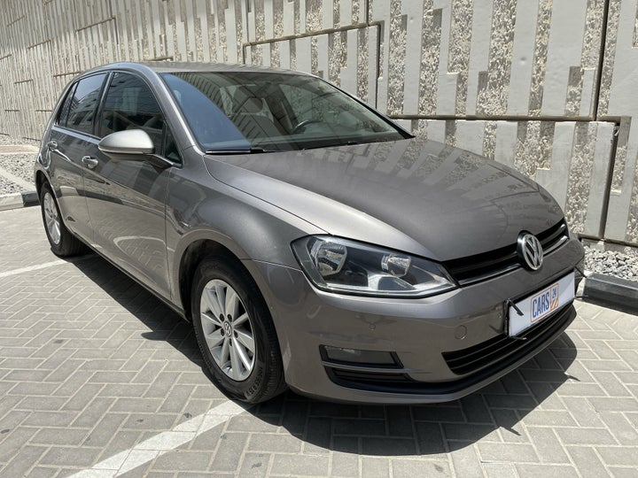 Volkswagen Golf-RIGHT FRONT DIAGONAL (45-DEGREE) VIEW
