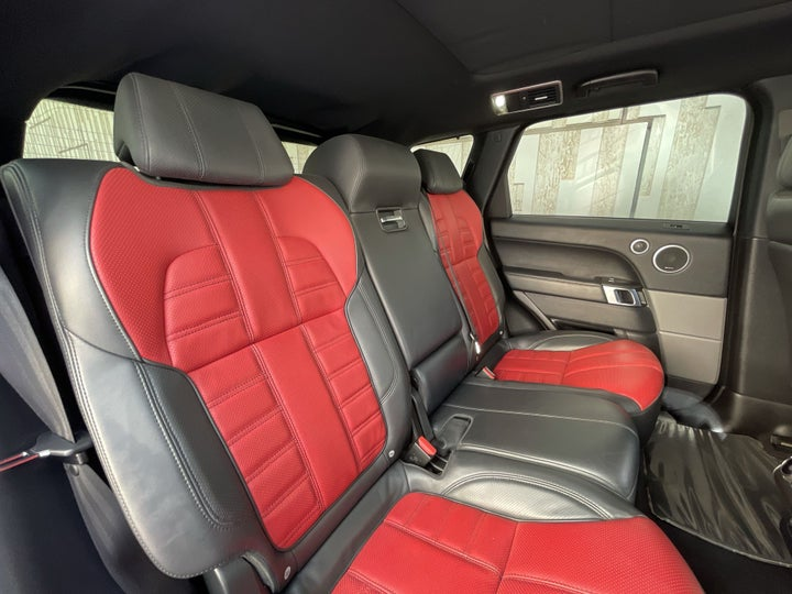 Landrover Range Rover Sport-RIGHT SIDE REAR DOOR CABIN VIEW