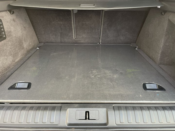Landrover Range Rover Sport-BOOT INSIDE VIEW