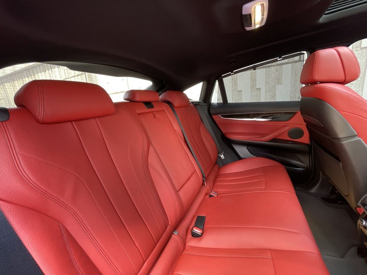 BMW X6-RIGHT SIDE REAR DOOR CABIN VIEW