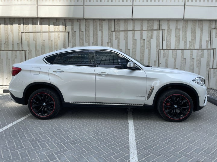 BMW X6-RIGHT SIDE VIEW