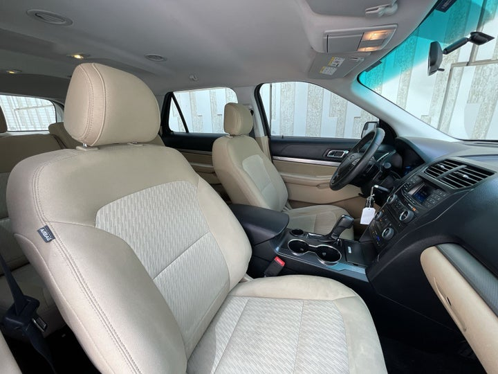 Ford Explorer-RIGHT SIDE FRONT DOOR CABIN VIEW