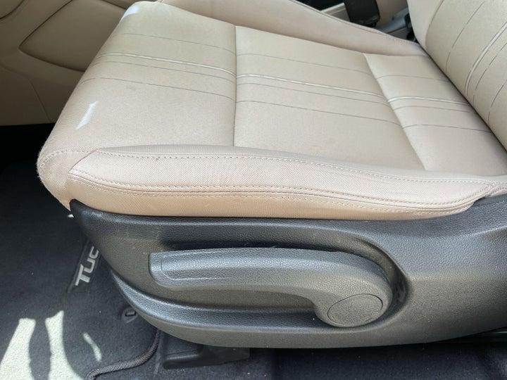 Hyundai Tucson-DRIVER SIDE ADJUSTMENT PANEL