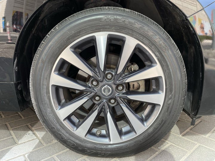 Nissan Altima-RIGHT FRONT WHEEL
