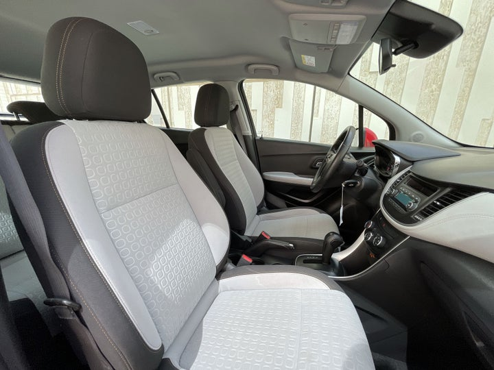 Chevrolet Trax-RIGHT SIDE FRONT DOOR CABIN VIEW