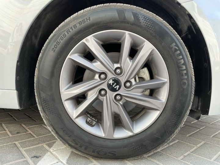 Kia Optima-RIGHT FRONT WHEEL