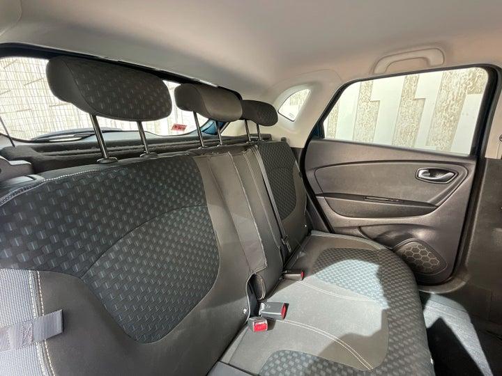 Renault Captur-RIGHT SIDE REAR DOOR CABIN VIEW