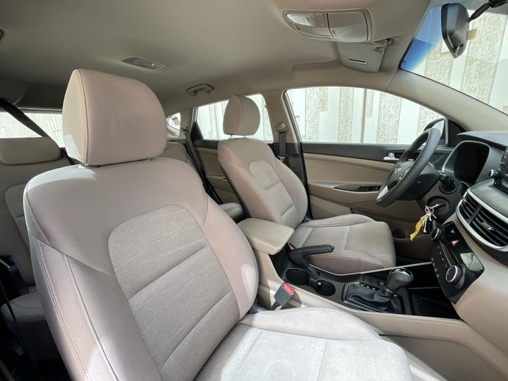 Hyundai Tucson-RIGHT SIDE FRONT DOOR CABIN VIEW