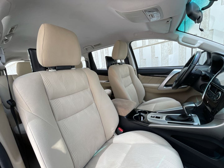 Mitsubishi Montero-RIGHT SIDE FRONT DOOR CABIN VIEW
