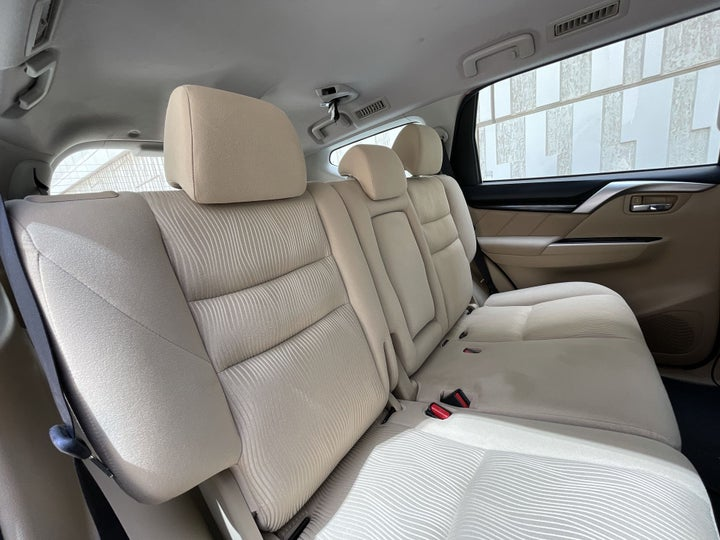 Mitsubishi Montero-RIGHT SIDE REAR DOOR CABIN VIEW