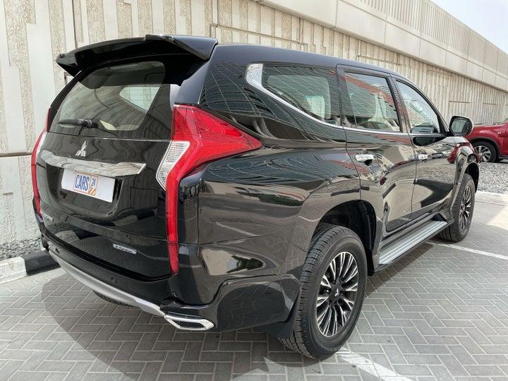Mitsubishi Montero-RIGHT BACK DIAGONAL (45-DEGREE VIEW)