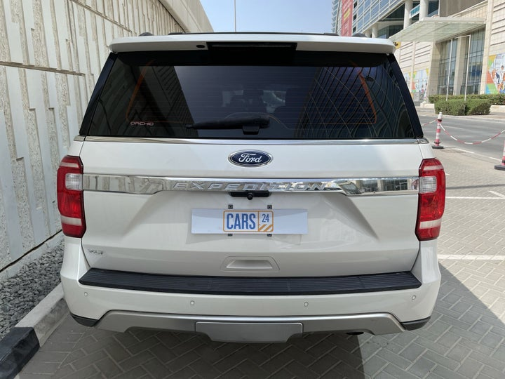 Ford Expedition-RIGHT BACK DIAGONAL (45-DEGREE VIEW)