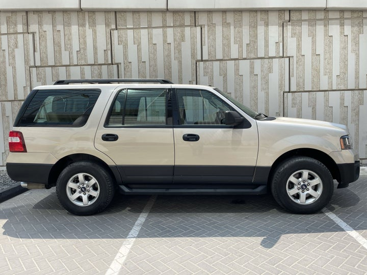 Ford Expedition-RIGHT SIDE VIEW
