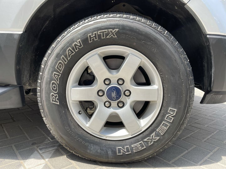 Ford Expedition-RIGHT FRONT WHEEL