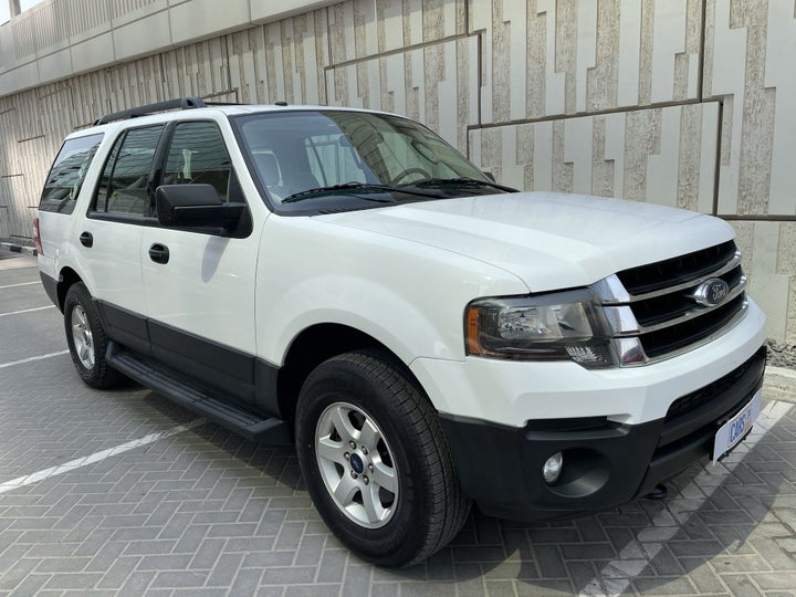 Ford Expedition-RIGHT FRONT DIAGONAL (45-DEGREE) VIEW