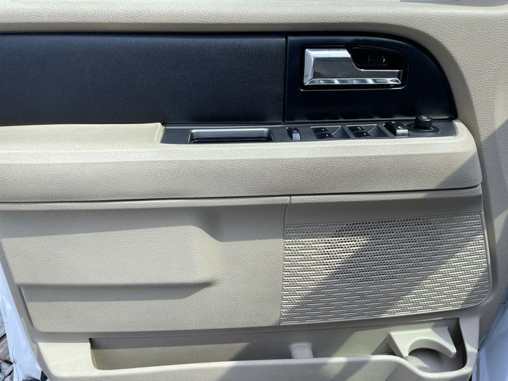 Ford Expedition-DRIVER SIDE DOOR PANEL CONTROLS