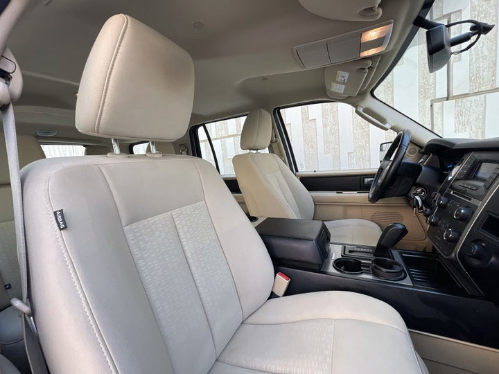 Ford Expedition-RIGHT SIDE FRONT DOOR CABIN VIEW