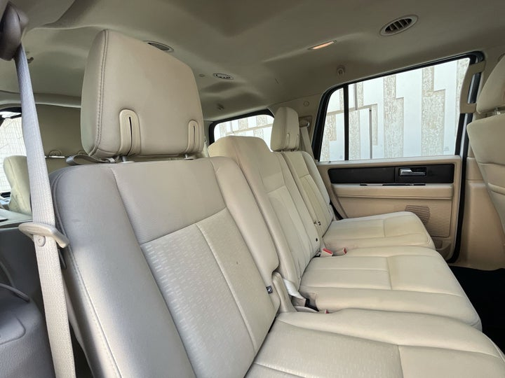 Ford Expedition-RIGHT SIDE REAR DOOR CABIN VIEW