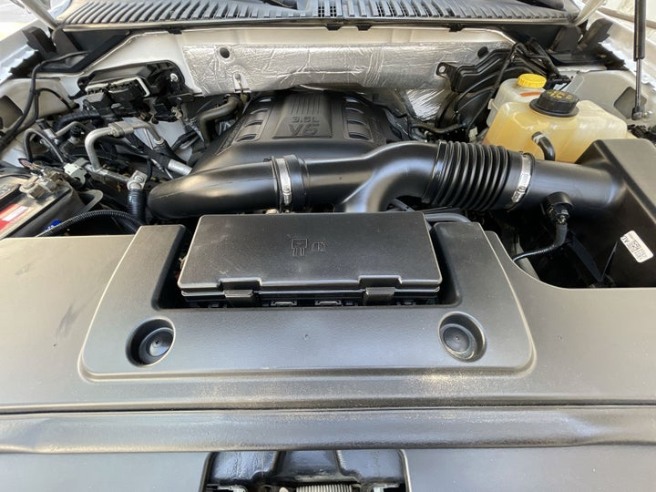Ford Expedition-OPEN BONNET (ENGINE) VIEW