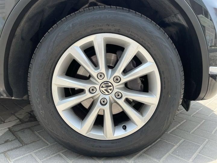 Volkswagen Touareg-RIGHT FRONT WHEEL