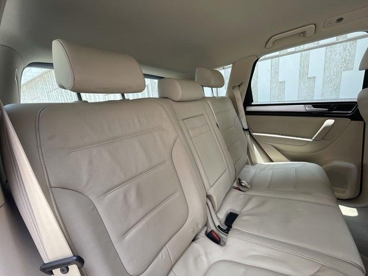 Volkswagen Touareg-RIGHT SIDE REAR DOOR CABIN VIEW