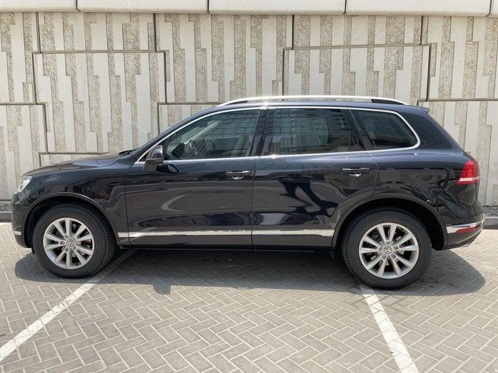 Volkswagen Touareg-LEFT SIDE VIEW