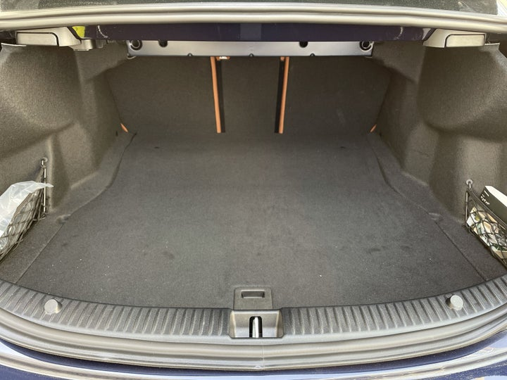 Mercedes Benz C-Class-BOOT INSIDE VIEW