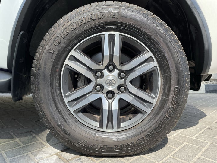 Toyota Fortuner-RIGHT FRONT WHEEL