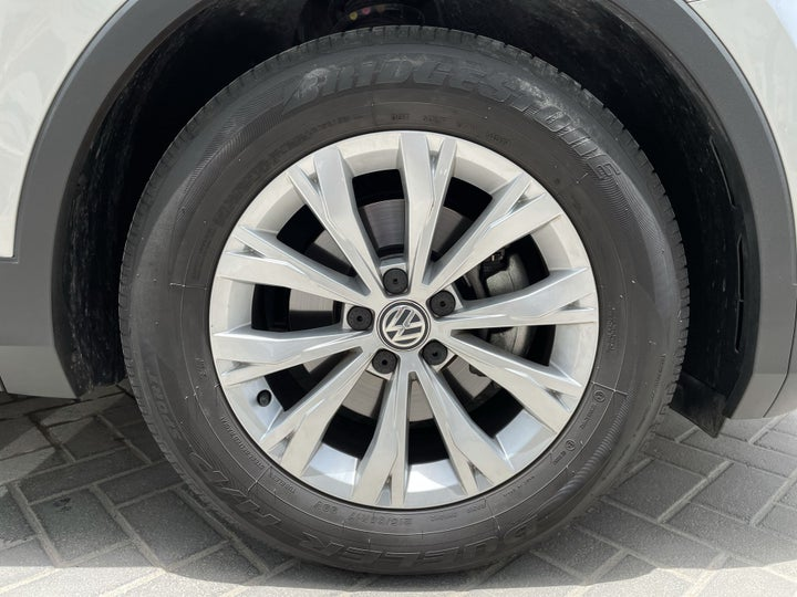 Volkswagen Tiguan-RIGHT FRONT WHEEL