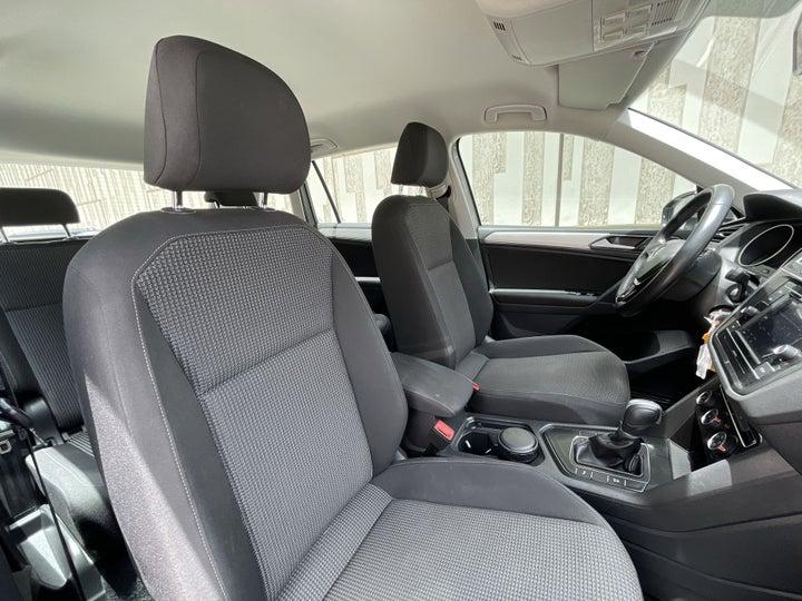 Volkswagen Tiguan-RIGHT SIDE FRONT DOOR CABIN VIEW
