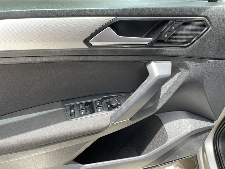 Volkswagen Tiguan-DRIVER SIDE DOOR PANEL CONTROLS