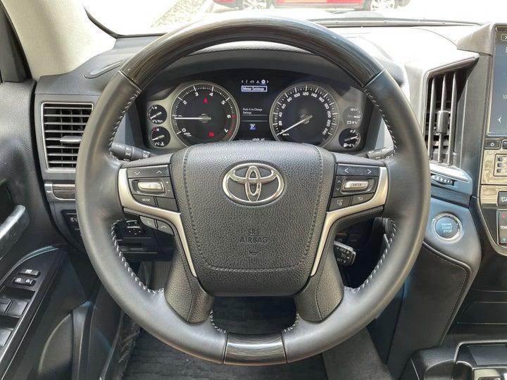 Toyota Land Cruiser-STEERING WHEEL CLOSE-UP